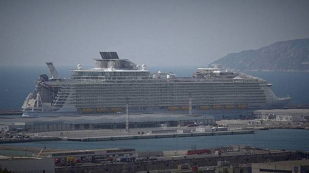 Halálos baleset a világ legnagyobb hajóján