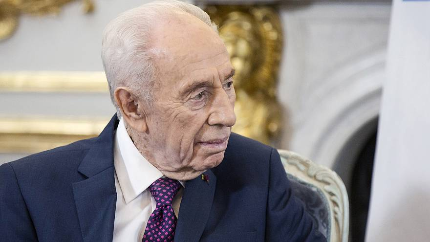Israel: former President Shimon Peres in induced coma following stroke