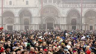 Venetians march to take back their city