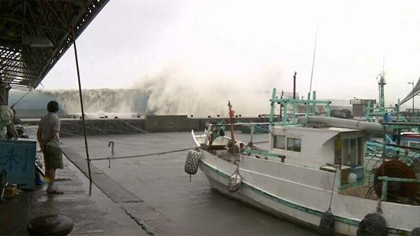 'World's strongest storm' of 2016, Typhoon Meranti hits Taiwan