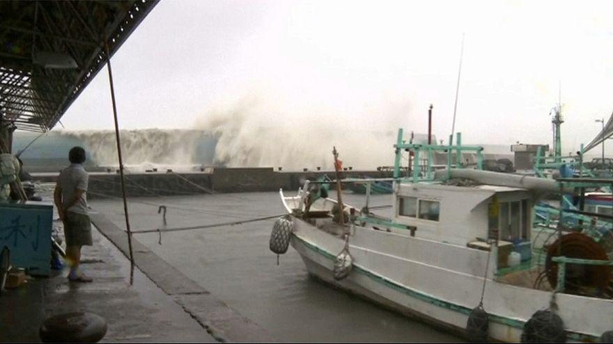 Tufão Merandi é o mais forte a atingir Taiwan em 57 anos