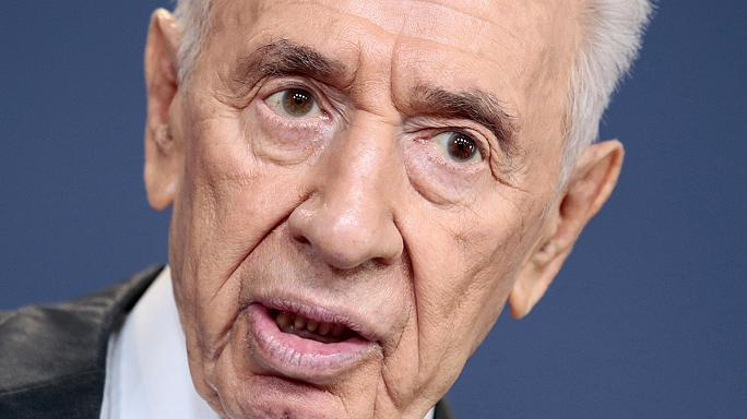 Israel's Peres showing improvement, say doctors