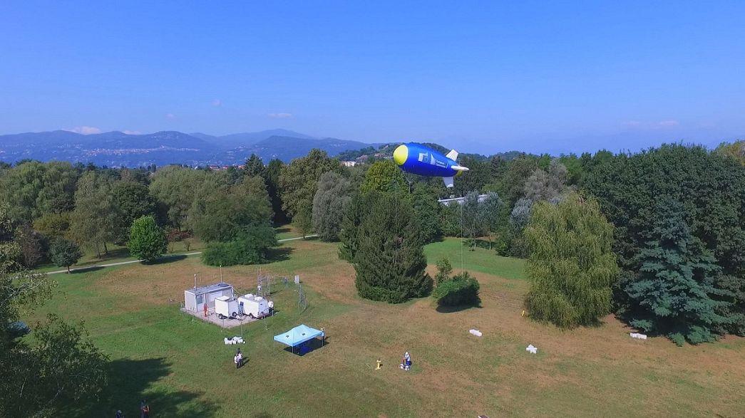 Терпящих бедствие беженцев спасет европейский дирижабль