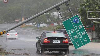 Typhoon Meranti slams into southern China
