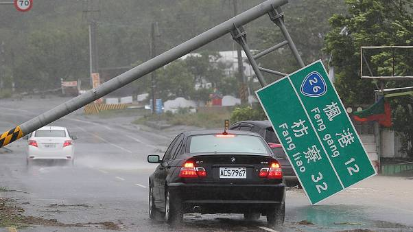 Typhoon Meranti slams into southern China