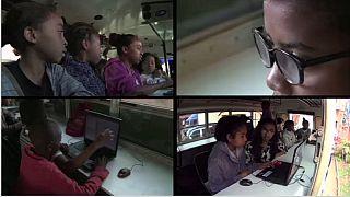 Madagascar: une salle informatique dans un bus pour aider la jeunesse à la maitrise de l'outil informatique