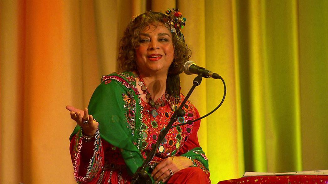 Σίμα Μπίνα: Η μεγάλη κυρία της παραδοσιακής μουσικής του Ιράν
