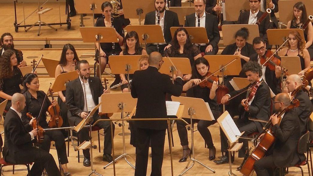 A békét és harmóniát szomjazó filharmonikusok