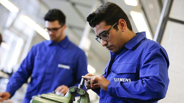 Merkel'den Alman iş dünyasına: Göçmenleri iş gücüne daha çabuk entegre etmemiz lazım