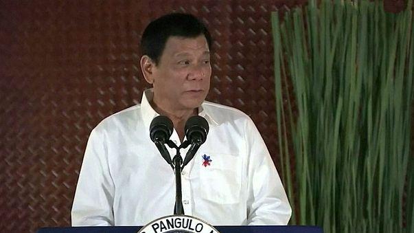 Ex-membro de esquadrão da morte acusa presidente filipino de assassínio de agente da justiça