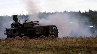 """بيترو بوروشنْكو: """"على روسيا أن تُوَفِّرَ وقف إطلاق نار قابل للدوام وشامل في دونْباس"""""""