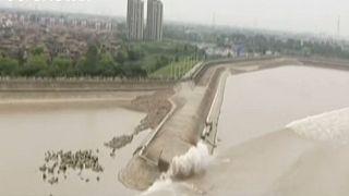 Κίνα: Πόλος έλξης το μεγαλύτερο παλιρροϊκό κύμα του κόσμου σε ποταμό