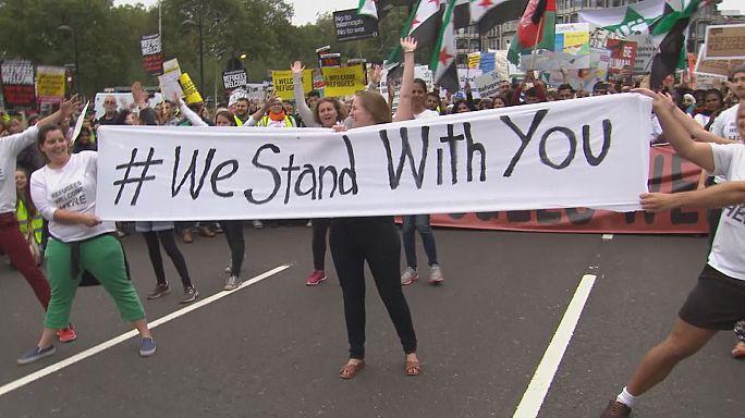 بريطانيون يتظاهرون تضامنا مع اللاجئين السوريين