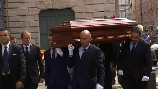 تشييع جثمان رئيس ايطاليا الأسبق تشيامبي