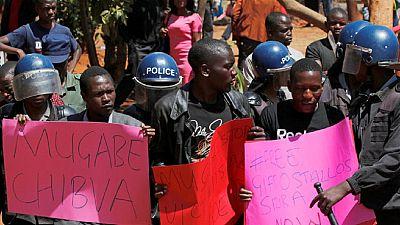 Zimbabwe police deny using live ammunition against protesters