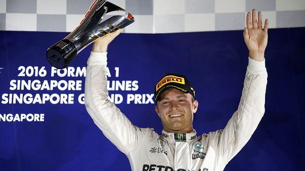 """Нико Росберг выиграл """"Гран-при Сингапура"""" и вышел в лидеры чемпионата"""