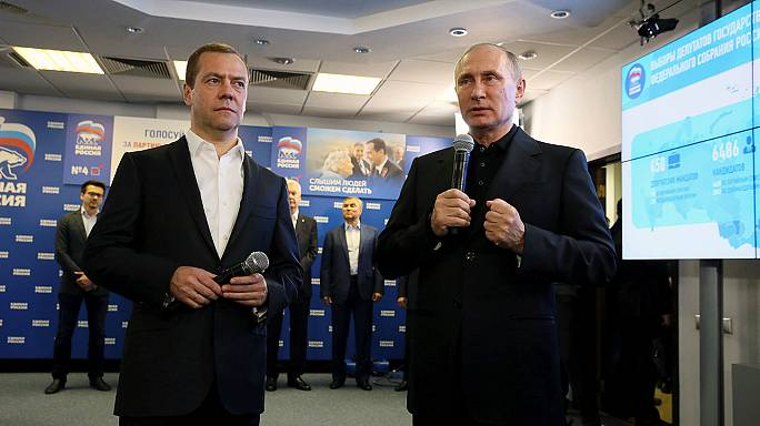 Putyin és Medvegyev sikere: fölényesen nyert a kormánypárt az orosz választásokon