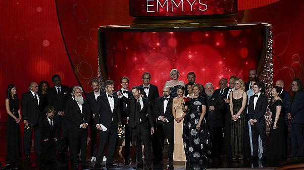 """جائزة """"إيمي"""": """"غيم اوف ثرونز"""" أفضل مسلسل درامي، و""""فيب"""" أفضل مسلسل كوميدي"""