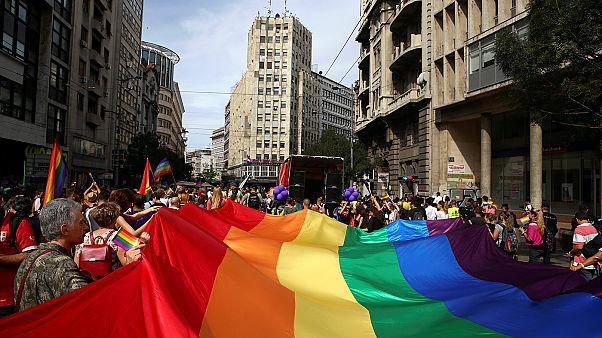 Belgrad yoğun güvenlik önlemleri altında 'gay pride' yürüyüşüne ev sahipliği yaptı