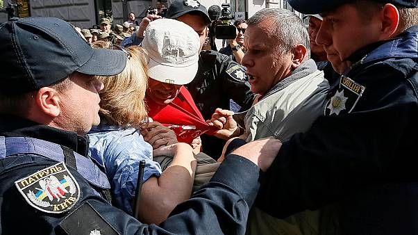 اعتراض مقابل سفارت روسیه در اوکراین همزمان با انتخابات دوما