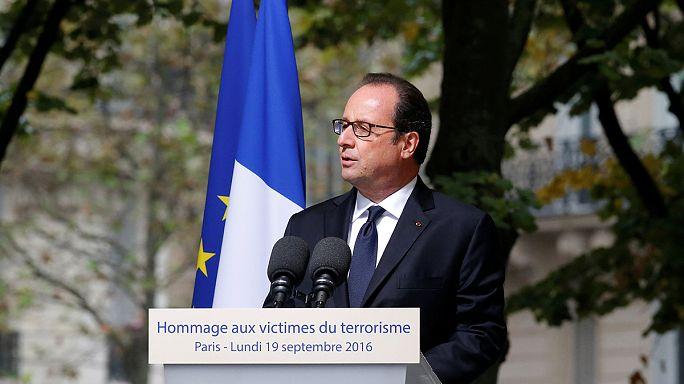 Frankreich erinnert an Terroropfer