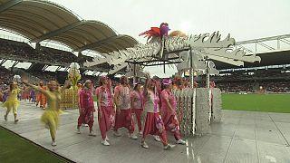 Desfile da Bienal da Dança de Lyon dentro de portas por razão de segurança