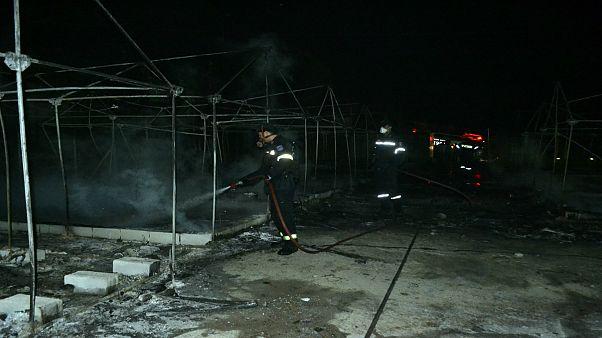 Λέσβος: Πυρκαγιά στο hot spot - Εκτός καταυλισμού μεγάλος αριθμός προσφύγων