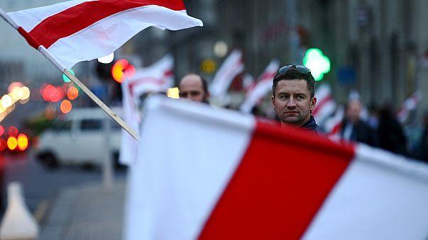 Protesta En Minsk por los colores de la bandera bielorrusa
