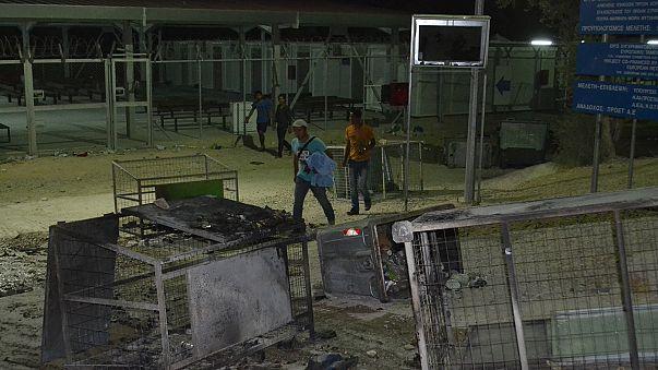 Grecia. In fiamme il campo profughi di Lesbo, 4.000 migranti in fuga