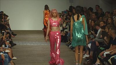 Collezioni rock, pop e disco alla London Fashion Week