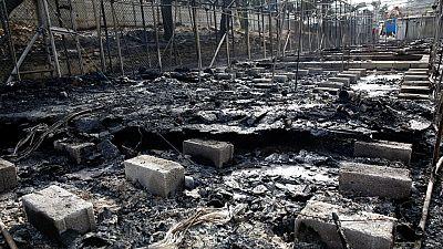 Grèce: un camp de réfugiés incendié