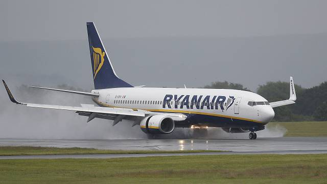 Ryanair давит на Грецию