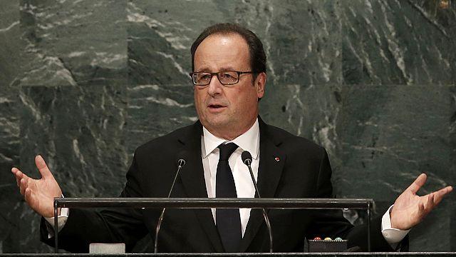 فرانسوا هولاند يدعو إلى الإسراع بفرض السلام في سوريا