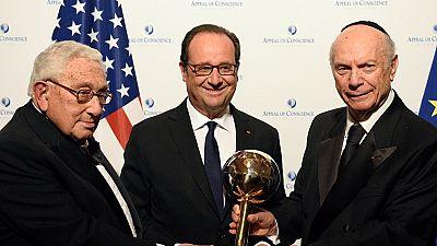 Désigné homme d'État de l'année, François Hollande moqué en France