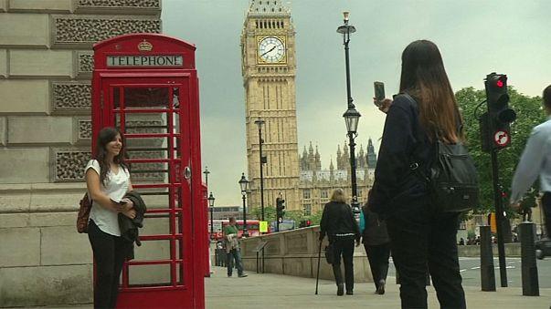 İngiltere'nin ünlü telefon kulübeleri zamana direniyor