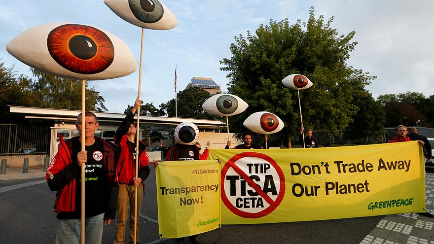 Greenpeace'den TTIP protestosu