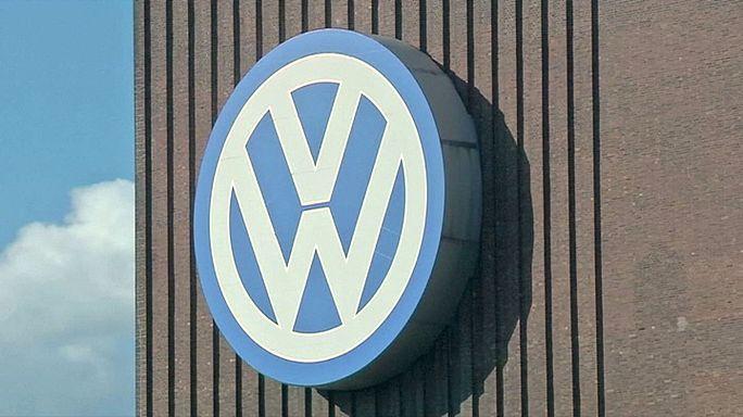 Yatırımcılar Volkswagen'den 8.2 milyar Euro talep ediyor