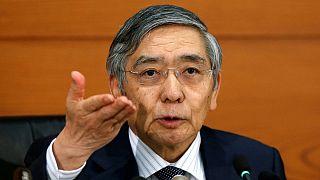 Giappone: Banca centrale lascia tassi di interesse invariati a 0.1% e introduce QE