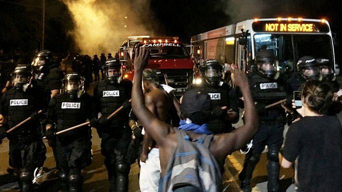 مواجهاتٌ وجرحى في احتجاجات بِكارولينا الشمالية على قتل الشرطة رجلاً من السُّود