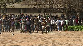 South Africa: Students' fees protests turn violent [no comment]