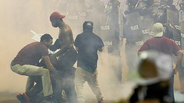 اعلان الطوارئ في تشارلوت الامريكية مع تواصل الاضطرابات بالمدينة عقب مقتل رجل اسود على يد الشرطة
