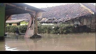 اندونيسا: 26 قتيلاً و19 مفقوداً جراء الفيضانات والانهيارات الارضية في جزيرة جاوا
