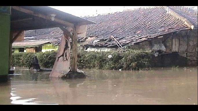 Árvíz pusztít Indonéziában