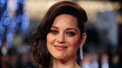 Marion Cotillard distancia-se do divórcio Jolie-Pitt com revelação pessoal