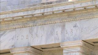 """Никакой политики: ФРС США отбивается от обвинений в """"подыгрывании"""" демократам"""