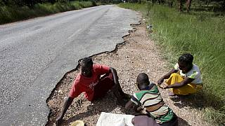 Zimbabwe El Nino: Parents leave children in drought hit area