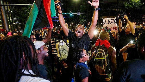 Tercera noche de protestas en una Charlotte blindada