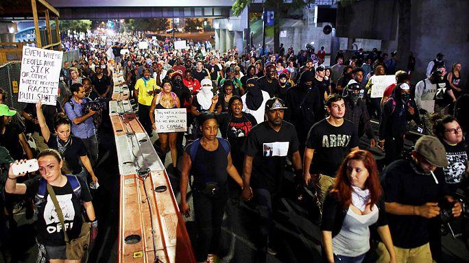 Tercera noche de protestas en Charlotte, Estados Unidos