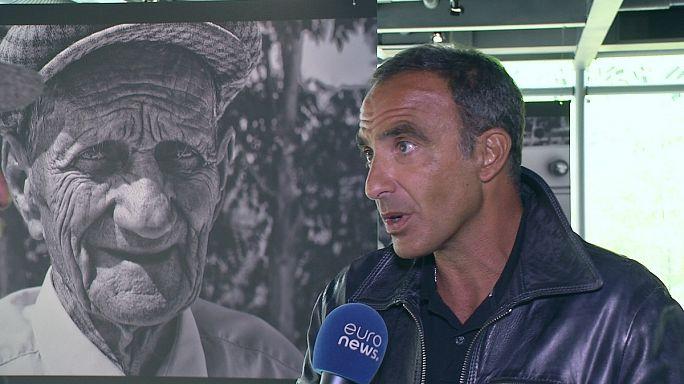Nikos Aliagas'ın fotoğrafları yüz ve el çizgilerinde zamanın izini sürüyor