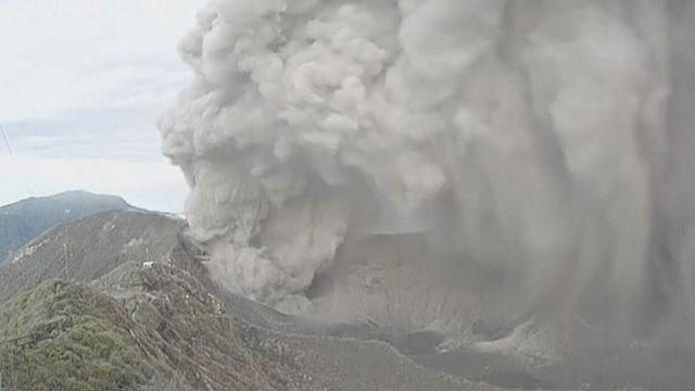 Time-lapse videó a Turrialba vulkán kitöréséről
